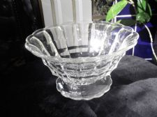 VINTAGE DECO GOOD SIZED FOOTED THICK CLEAR GLASS BOWL SCALLOP RIM AND FOOT 8""